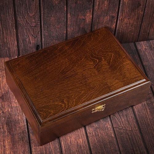 Подарочный набор мужских аксессуаров из натурадьной кожи в деревянной шкатулке. Герб России (ремень и бумажник) (фото, вид 1)