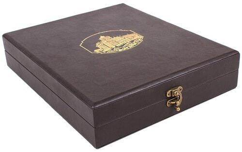 Книга в кожаном переплете и подарочном коробе. Памятники Москвы (фото, вид 1)