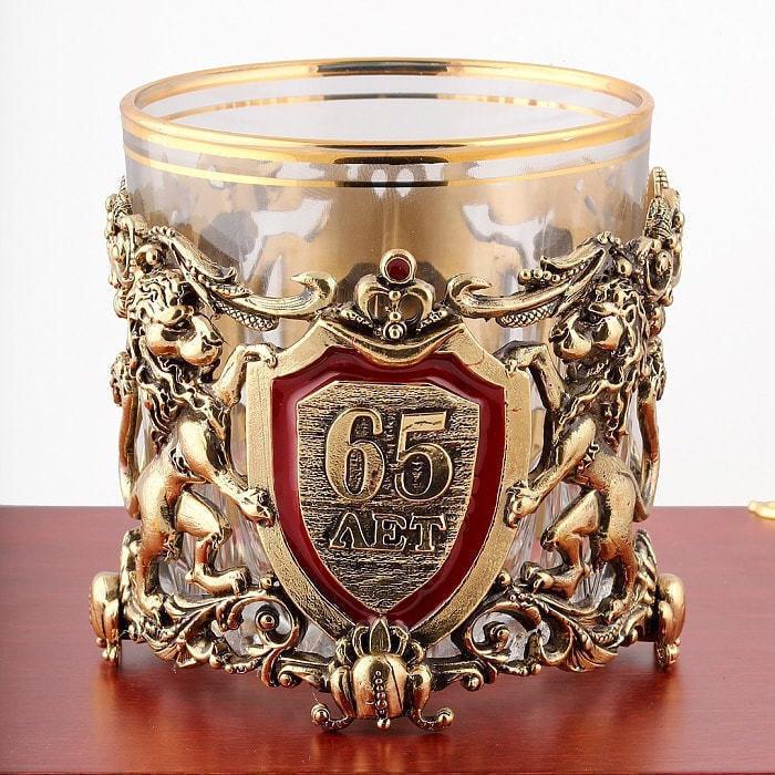 Подарочный набор с 2-мя бокалами для виски в деревянной шкатулке (8 предметов). Юбилейный 65 лет (фото, вид 2)