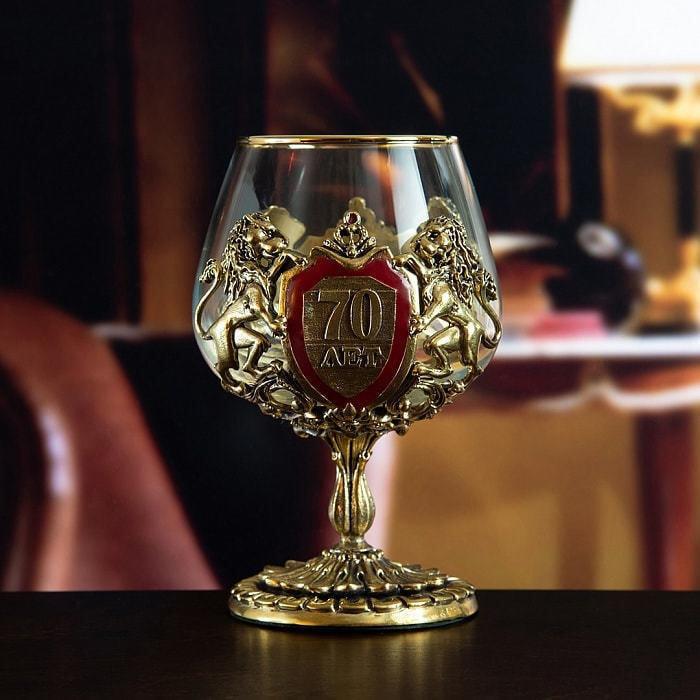 Подарочный набор с 2-мя бокалами для коньяка в деревянной шкатулке (8 предметов). Юбилейный 70 лет (фото, вид 2)