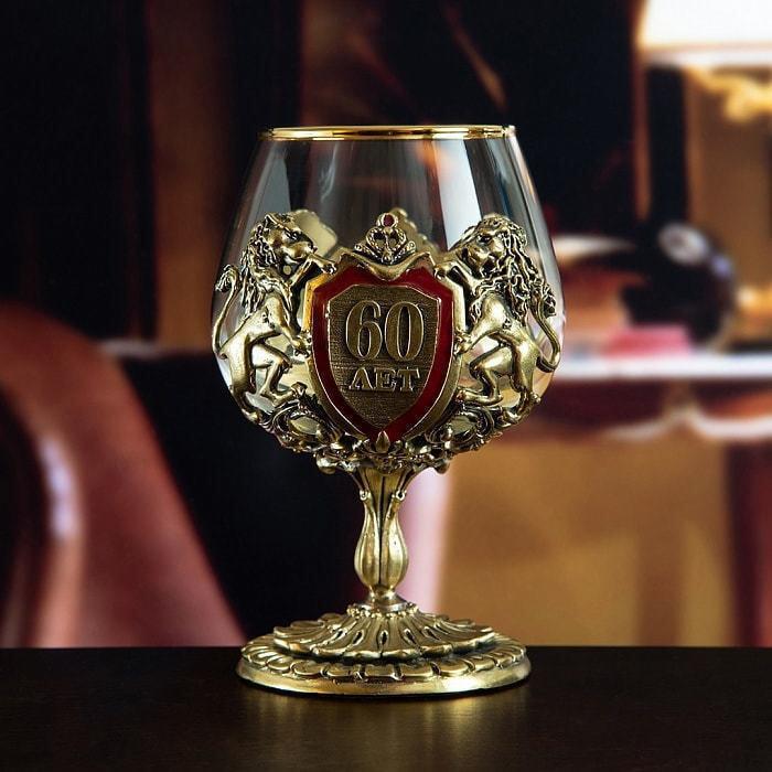 Подарочный набор с 2-мя бокалами для коньяка в деревянной шкатулке (8 предметов). Юбилейный 60 лет (фото, вид 2)