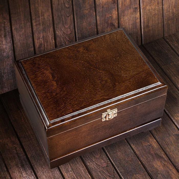 Подарочный бокал для коньяка в деревянной шкатулке. Юбилей 60 лет (фото, вид 1)