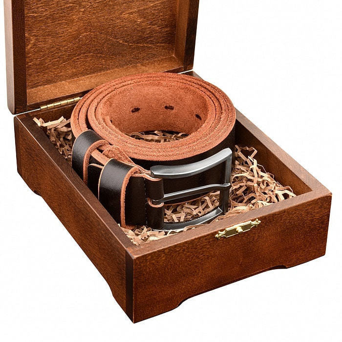 Кожаный ремень в деревянной шкатулке. Мой мужчина, моя гордость (цвет черно-коричневый) (фото, вид 4)