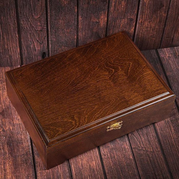 Подарочный набор мужских аксессуаров из натурадьной кожи в деревянной шкатулке. Классика (ремень и бумажник водителя) (фото, вид 8)