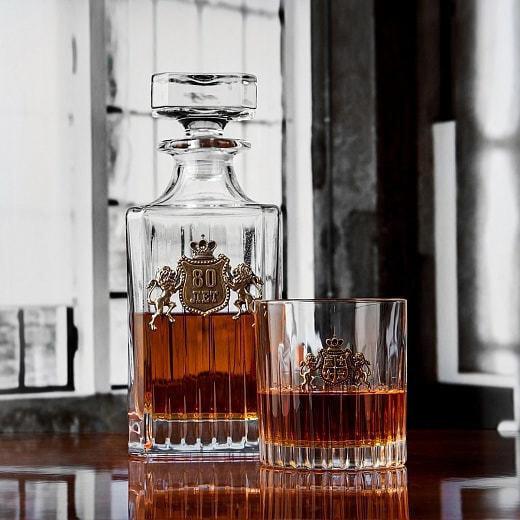 Подарочный набор для виски в деревянной шкатулке (7 предметов). С Юбилеем 80 лет (фото, вид 1)
