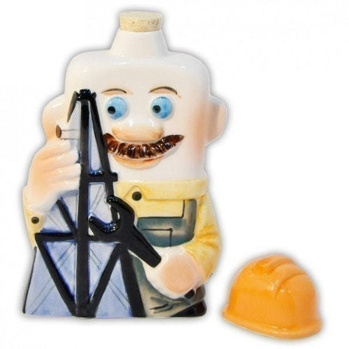 Подарочный набор с фарфоровым штофом. Нефть и нефтепродукты (фляга Нефтяник) (фото, вид 1)