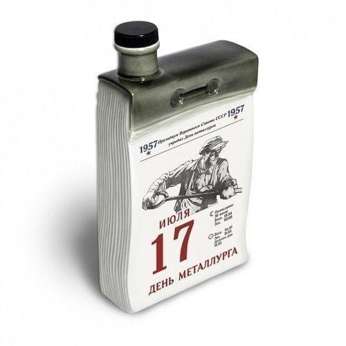 """Подарочный набор с фарфоровым штофом """"Календарь металлурга"""" (фото, вид 2)"""