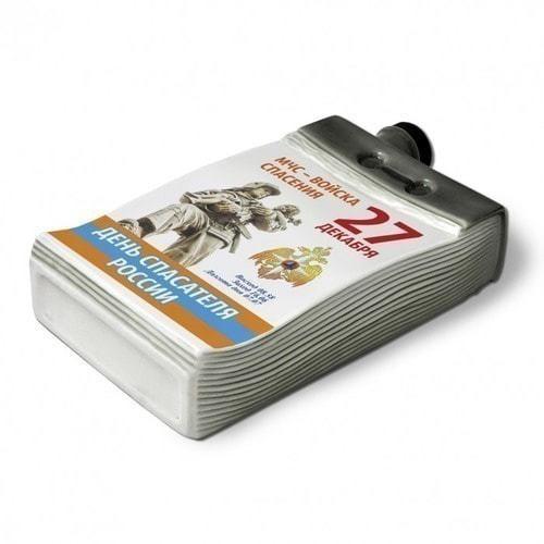"""Подарочный набор с фарфоровым штофом """"Календарь спасателя"""" (фото, вид 2)"""
