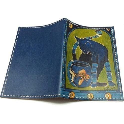 Кожаная обложка на паспорт. Кот с рыбкой (фото, вид 1)