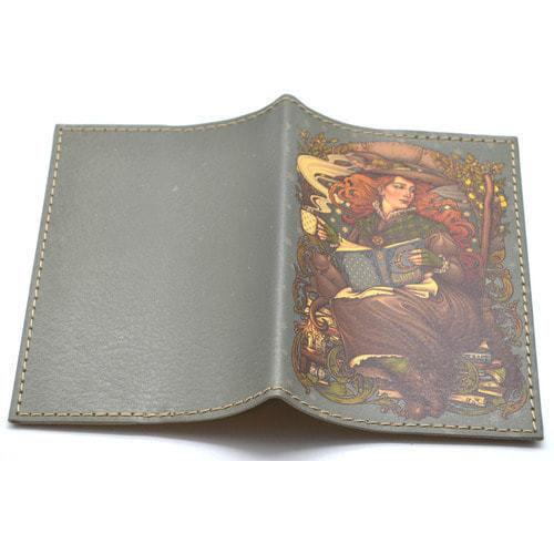 Кожаная обложка на паспорт. Девушка с книгами (фото, вид 1)