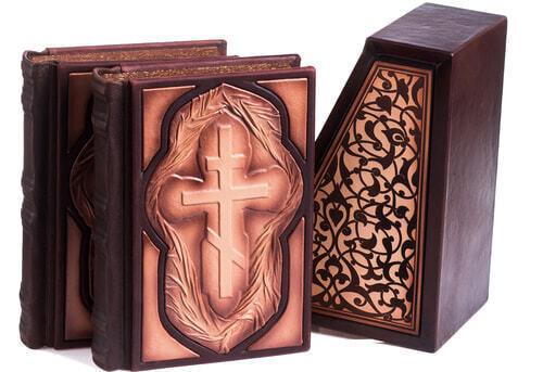 Подарочная книга в кожаном переплете. Библия. Иллюстрированный Ветхий Завет в 2-х томах (в коробе) (фото, вид 5)