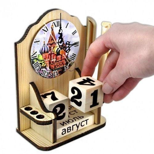 """Вечный календарь """"Московское время"""" с карандашницей и часами (фото, вид 1)"""
