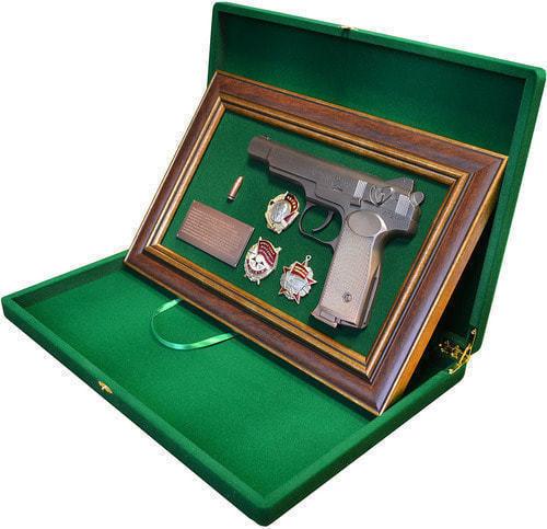 """Панно с пистолетом """"Стечкин"""" с наградами СССР в подарочной коробке (25 х 37 см) (фото, вид 2)"""