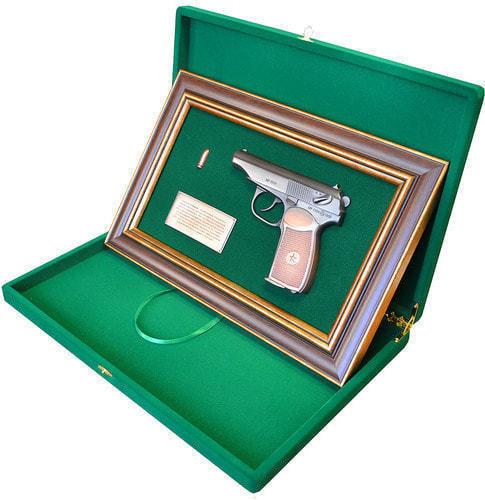 """Панно с пистолетом """"Макаров"""" в подарочной коробке (25 х 37 см) (фото, вид 2)"""