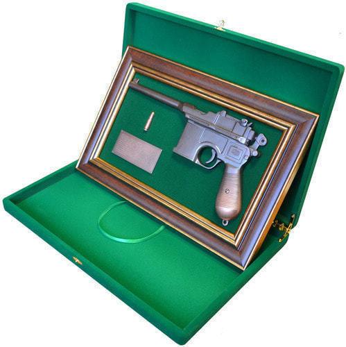 """Панно с пистолетом """"Маузер"""" в подарочной коробке (фото, вид 2)"""