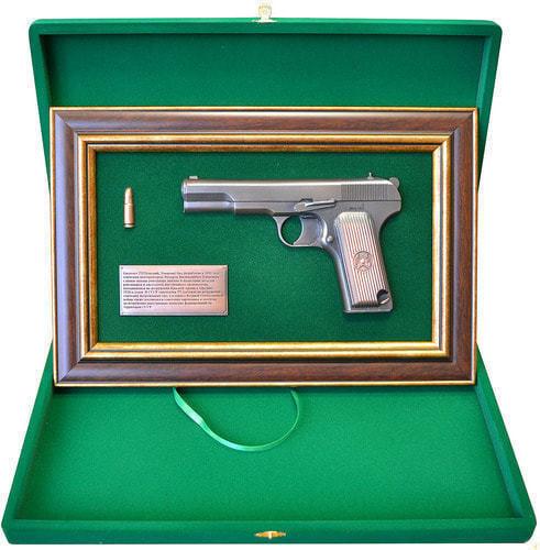 """Панно с пистолетом """"ТТ"""" в подарочной коробке (фото, вид 1)"""