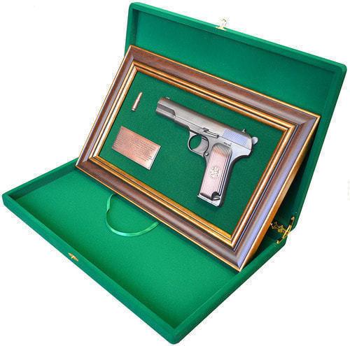 """Панно с пистолетом """"ТТ"""" в подарочной коробке (фото, вид 2)"""