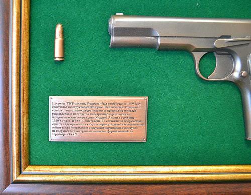 """Панно с пистолетом """"ТТ"""" в подарочной коробке (фото, вид 3)"""