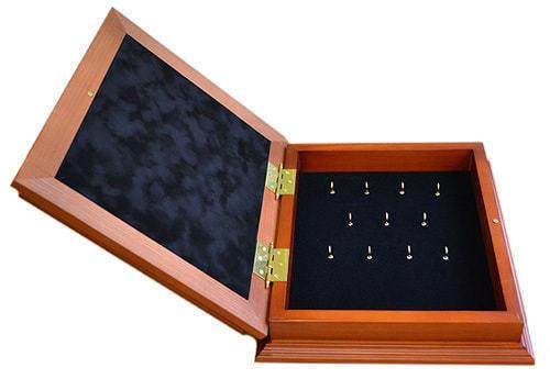 Деревянная ключница с гербом России настенная (29 х 34 см) (фото, вид 1)