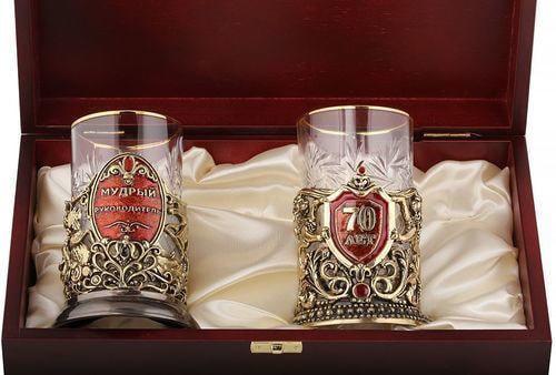Подарочный набор c 2-мя подстаканниками в деревянной шкатулке (4 предмета). Юбилей 70 лет и Мудрый руководитель (фото, вид 1)
