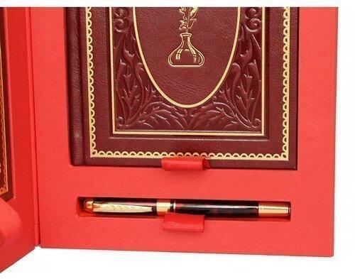 Подарочный набор с книгой и ежедневником в кожаном переплете. Мысли, афоризмы и шутки выдающихся женщин (фото, вид 4)