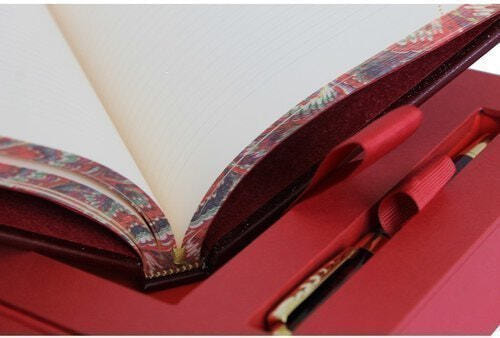 Подарочный набор с книгой и ежедневником в кожаном переплете. Мысли, афоризмы и шутки выдающихся женщин (фото, вид 5)