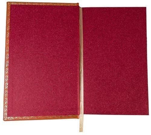 Подарочная книга в кожаном переплете. Ахмадулина Б. Собрание сочинений в 3-х томах (фото, вид 5)