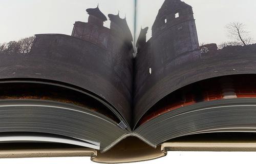Подарочная книга в кожаном переплете. Серебряное кольцо (в футляре) (фото, вид 2)