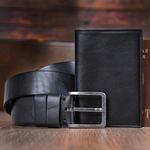 Подарочный набор мужских аксессуаров из натуральной кожи в деревянной шкатулке. Классика (ремень и обложка для паспорта). Вид 2
