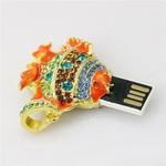 Ювелирная флешка-кулон. Рыбка в стразах (цвет оранжевый). Вид 2