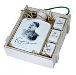 Подарочный набор в деревянном футляре. 75 лет победы! (Фарфоровый штоф Иосиф Сталин + 3 фарфоровые стопки). Вид 2