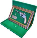 """Панно с пистолетом """"Наган"""" в подарочной коробке. Вид 2"""
