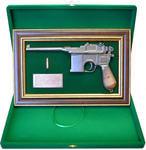 """Панно с пистолетом """"Маузер"""" в подарочной коробке. Вид 2"""