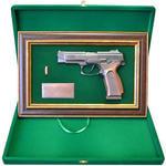 """Панно с пистолетом """"Ярыгин""""в подарочной коробке. Вид 2"""