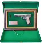 """Панно с пистолетом """"ТТ"""" в подарочной коробке. Вид 2"""