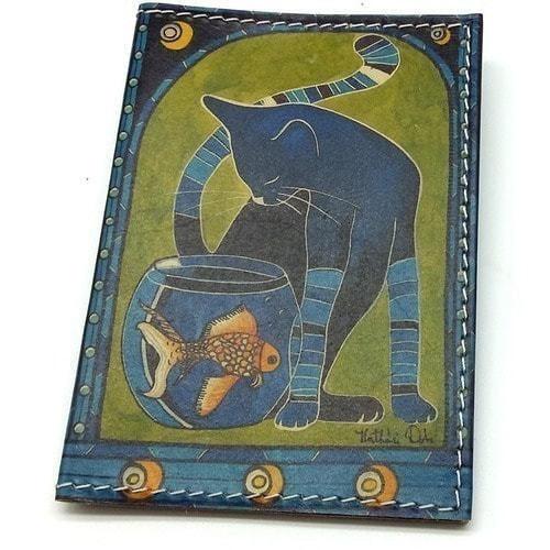 Кожаная обложка на паспорт. Кот с рыбкой (фото)