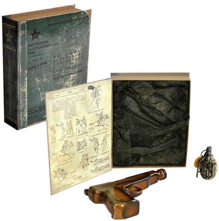 Подарочный набор с фарфоровым штофом. Наставление по стрелковому делу (фото)