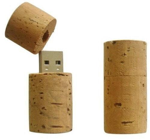 Подарочная деревянная флешка. Пробка винная