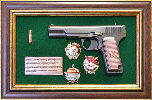 """Панно с пистолетом """"ТТ"""" с наградами СССР в подарочной коробке (фото)"""