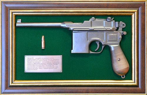 """Панно с пистолетом """"Маузер"""" в подарочной коробке (фото)"""