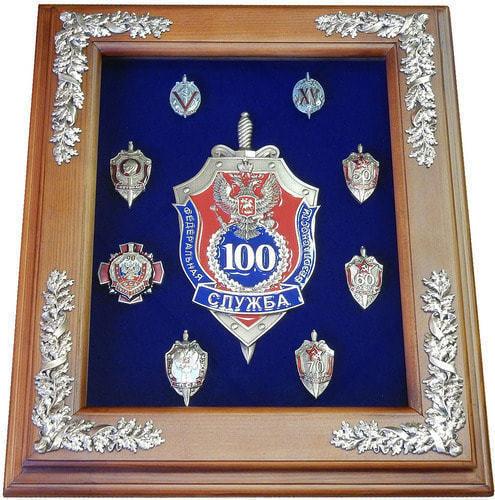 """Панно """"100 лет ФСБ с юбилейными знаками"""" (фото)"""