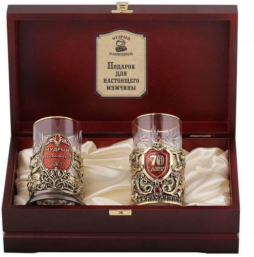 Подарочный набор c 2-мя подстаканниками в деревянной шкатулке (4 предмета). Юбилей 70 лет и Мудрый руководитель (фото)
