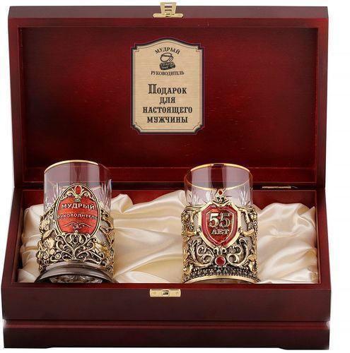 Подарочный набор c 2-мя подстаканниками в деревянной шкатулке (4 предмета). Юбилей 55 лет и Мудрый руководитель (фото)