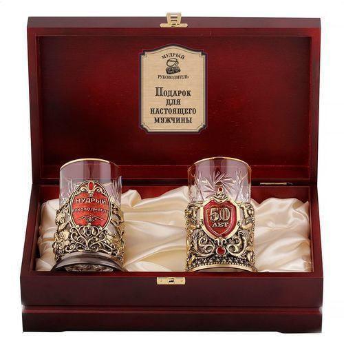 Подарочный набор c 2-мя подстаканниками в деревянной шкатулке (4 предмета). Юбилей 50 лет и Мудрый руководитель (фото)