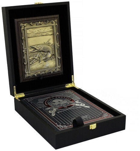 """Подарочный набор с книгой в кожаном переплете. """"Диалоги о рыбалке"""" с плакеткой (фото)"""