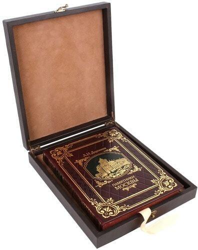 Книга в кожаном переплете и подарочном коробе. Памятники Москвы (фото)