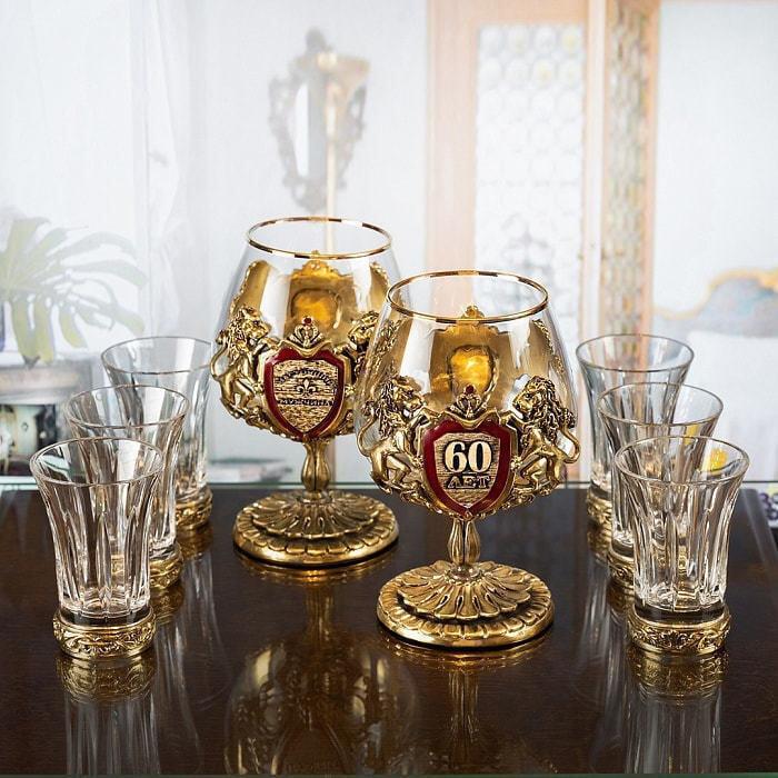 Подарочный набор с 2-мя бокалами для коньяка в деревянной шкатулке (8 предметов). Юбилейный 60 лет (фото)