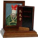 Подарочный набор с миниатюрной книгой в кожаном переплете. Конфуций «Изречения»