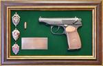 """Панно с пистолетом """"Макаров"""" со знаками ФСБ в подарочной коробке"""
