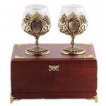 Подарочный набор c 2-мя бокалами для коньяка в деревянной шкатулке. Юбилей 80 лет и Настоящий мужчина